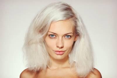 jak zachránit zničené vlasy odbarvováním
